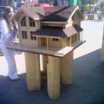 строительная выставка Уфа: уменьшеная копия домика из бруса